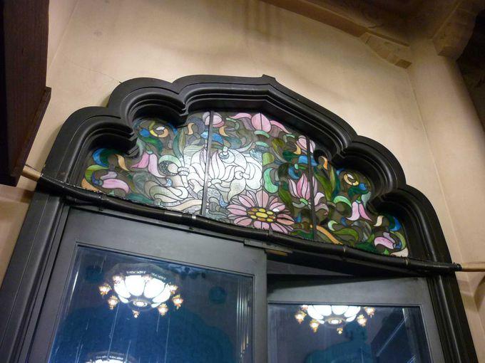 お寺にステンドグラス