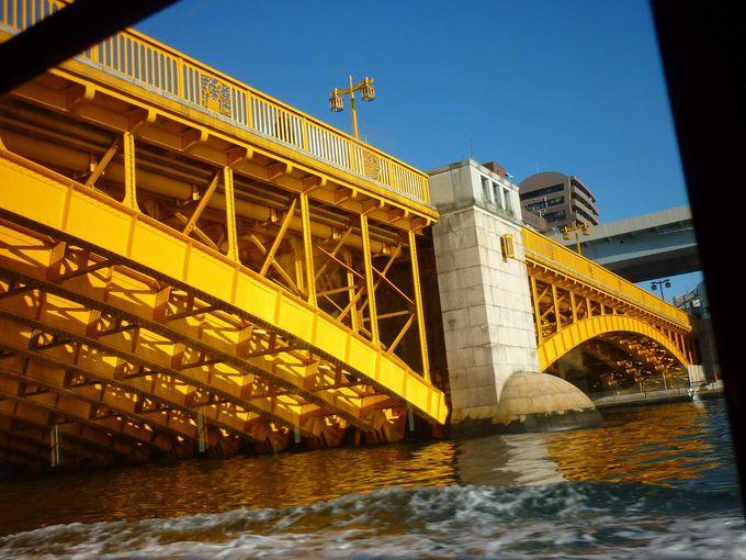 黄色が鮮やかな蔵前橋