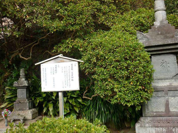 北条政子のお墓と伝わる宝篋印塔
