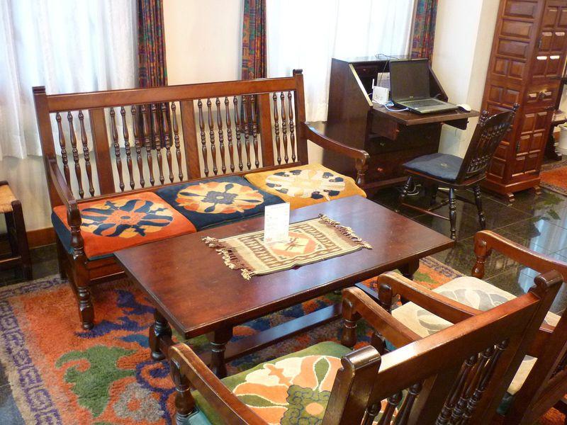 レトロな松本民芸家具との出会いを楽しむ「松本ホテル花月」、そして松本名物「山賊焼き」とは何ぞや!