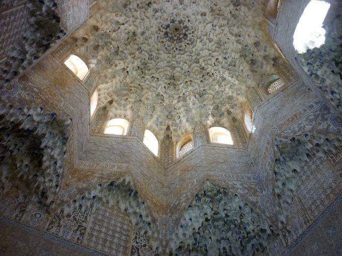 アベンセラヘスの間の天井が凄すぎる!