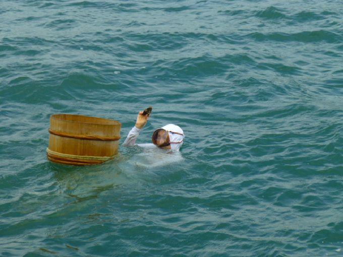 海女さんの実演ショーが人気!鳥羽市「ミキモト真珠島」