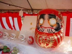 1日で15万人来場「白河だるま市」鶴亀松竹梅の絵柄が福を呼ぶ!|福島県|トラベルjp<たびねす>