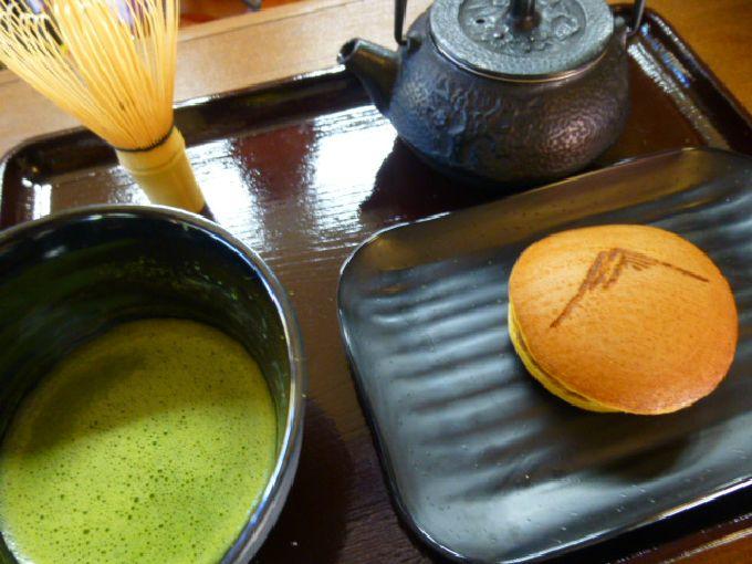 自分で点ててお点前体験が出来る「富士山どら焼き 抹茶セット」