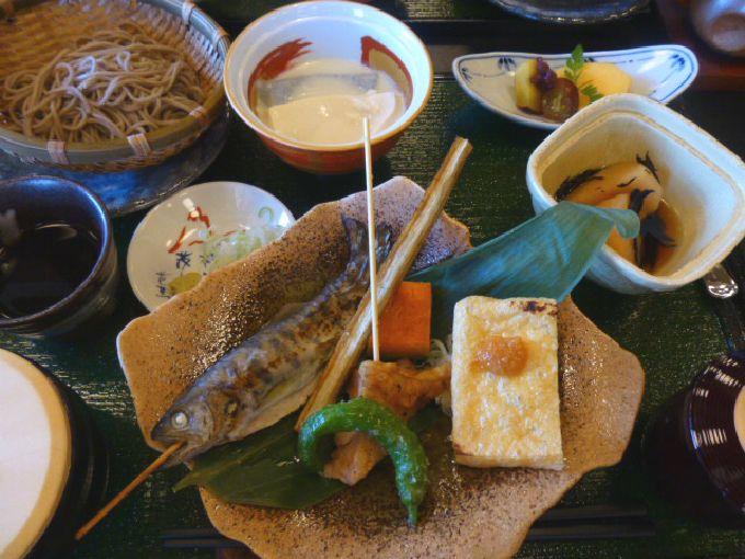 地元食材満載のグルメ「忍野御膳」