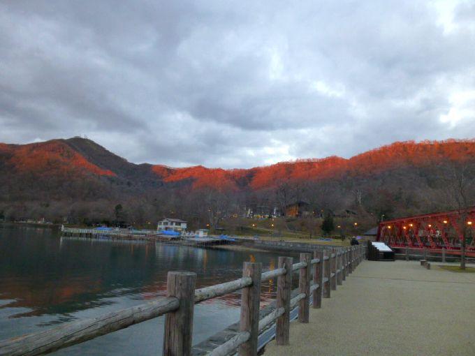 夕焼けを映し、山が燃える「紋別岳」