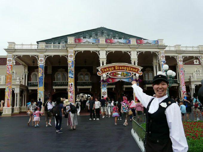 VIP体験!「東京ディズニーランド・ガイドツアー ようこそ!夢と魔法の王国へ」