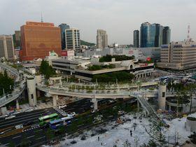 ソウルの新名所を空中散歩「ソウルロ7017」人にやさしい遊歩道が完成