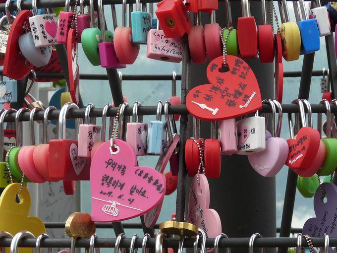 愛の南京錠をかけるキーツリー
