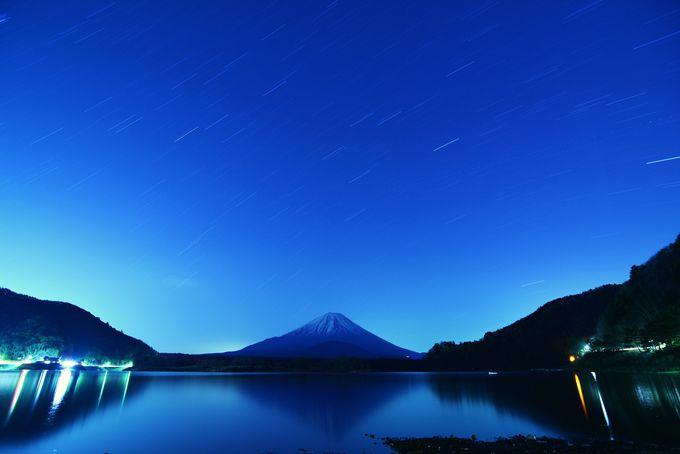 星空の下の富士山!夜の精進湖!