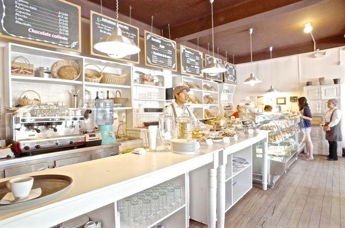 クロワッサンが美味しい!パン屋内のお洒落なカフェ