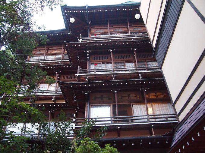 渋温泉の顔「金具屋旅館」