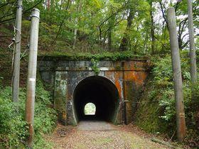 ちょっと変わった森林浴ウォーキング〜安曇野・旧国鉄篠ノ井線廃線敷きを歩く
