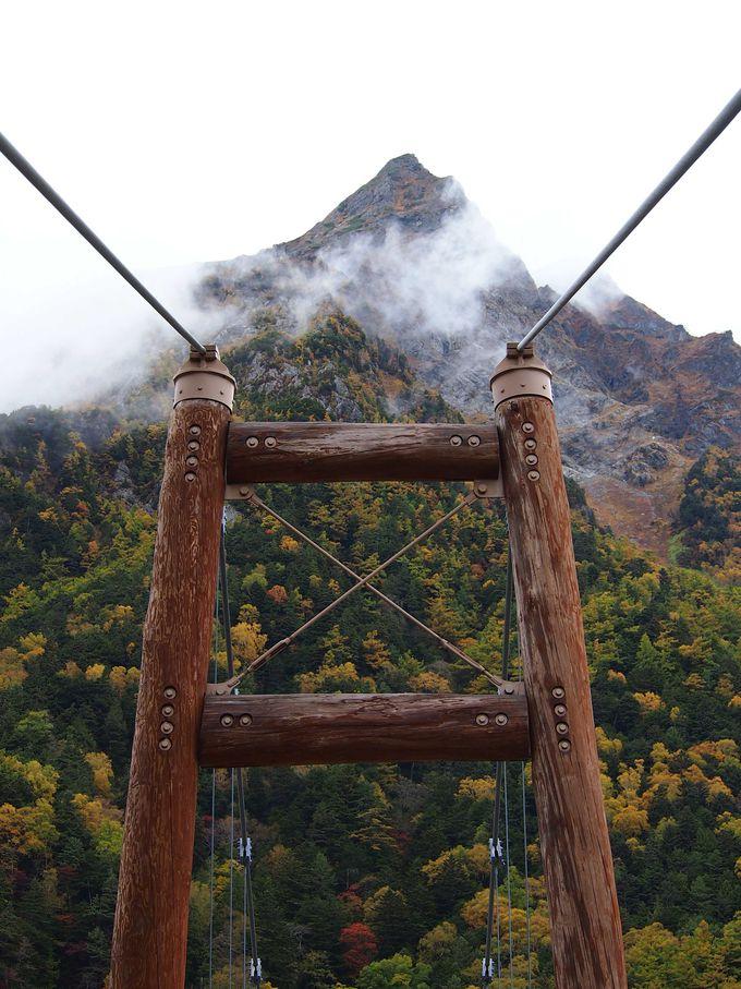 明神橋から明神岳を望む