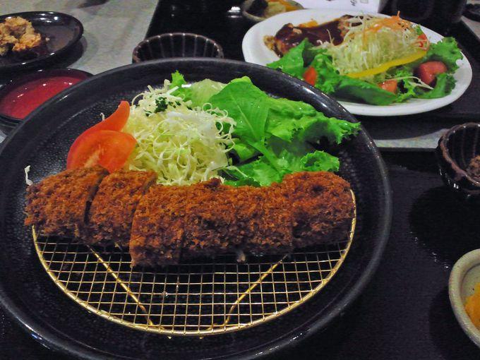 鹿児島のご当地グルメと言えば黒豚料理。まずはド定番のトンカツを!