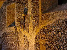 約5000体の人骨!ポルトガル・エヴォラ骸骨礼拝堂は世界遺産の珍名所!