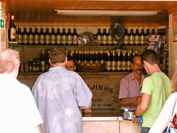 ヴィーニョ・ヴェルデにジンジーニャ。バラエティ豊かなお酒も楽しめる!