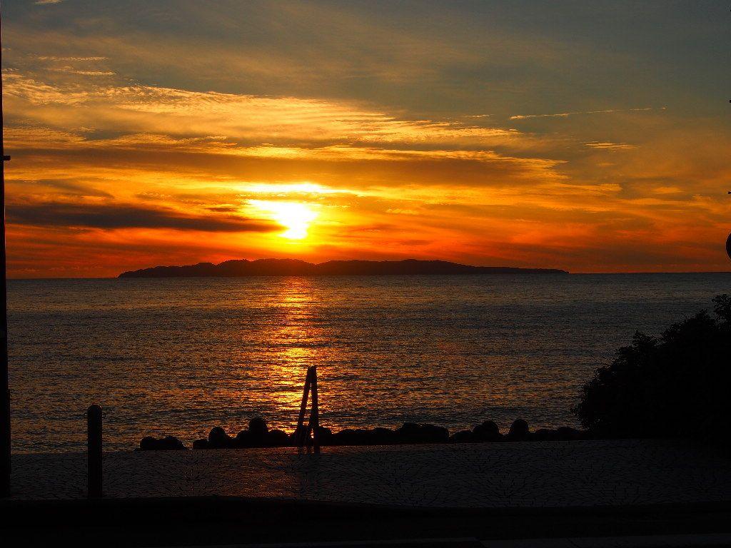 秋は桑川の夕日。夕方の上り列車に乗れば、絶景の夕日が見られる。