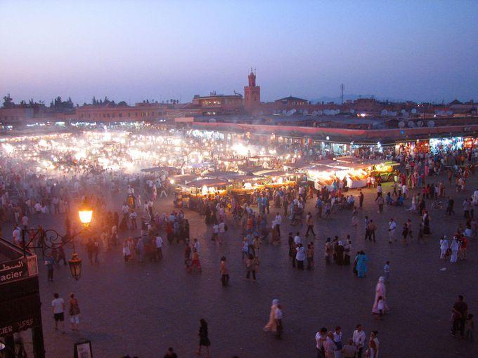 いつのまにか屋台が・・・フナ広場が賑わうのは、夕方から!