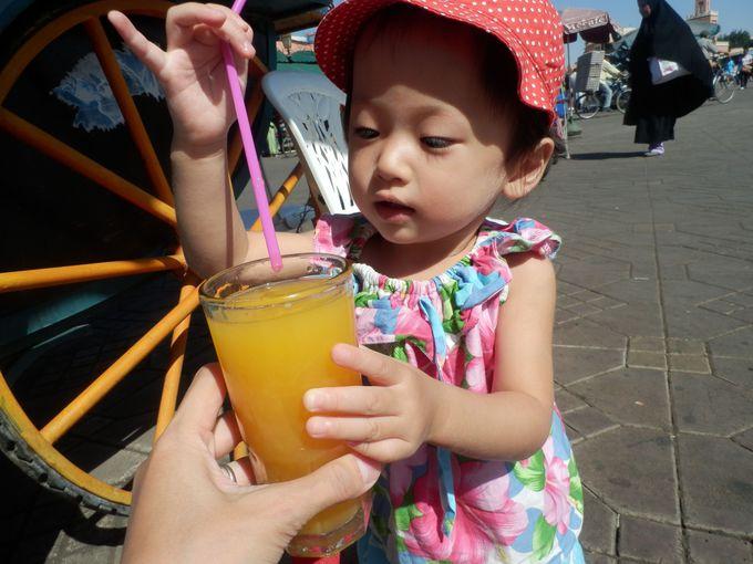 炎天下の日中は、オレンジジュースでビタミンと水分補給!