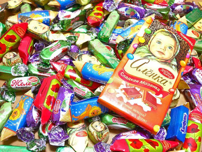 バラマキ土産の定番は、やっぱりチョコレート。