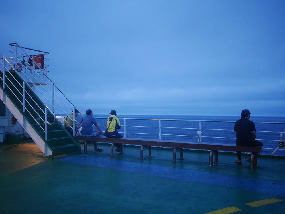 時間を忘れる感動!360度の水平線は、船旅ならでは