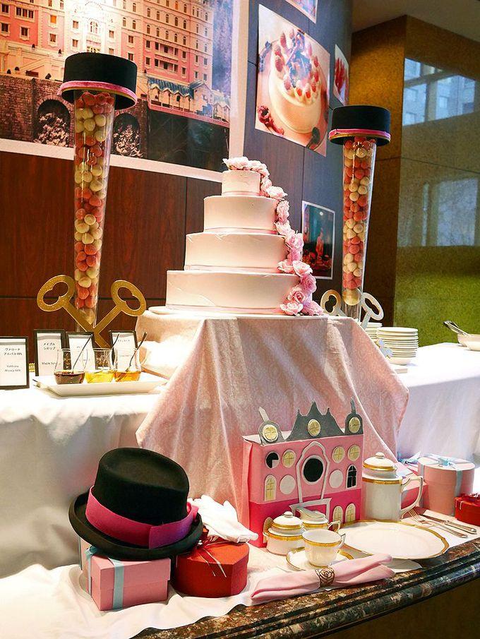 映画「グランド・ブダペスト・ホテル」をイメージしたピンクの舞踏会
