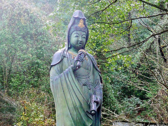 斬新さに癒される、大観音寺の観音様たち