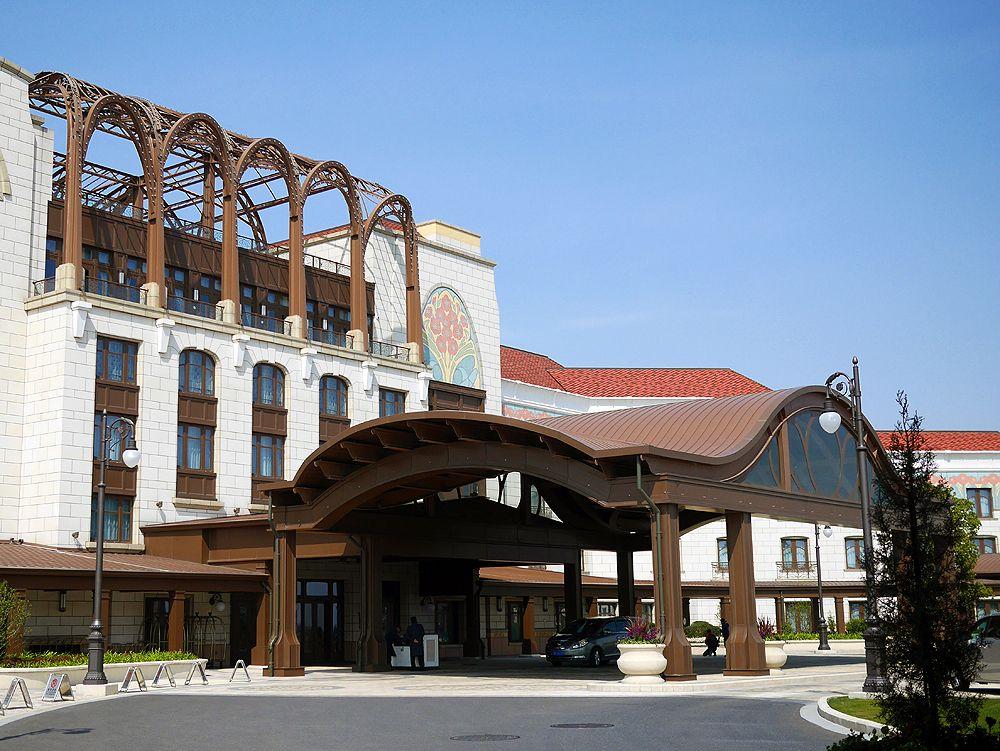 上海ディズニーランドホテルは、上海浦東国際空港から車で20分