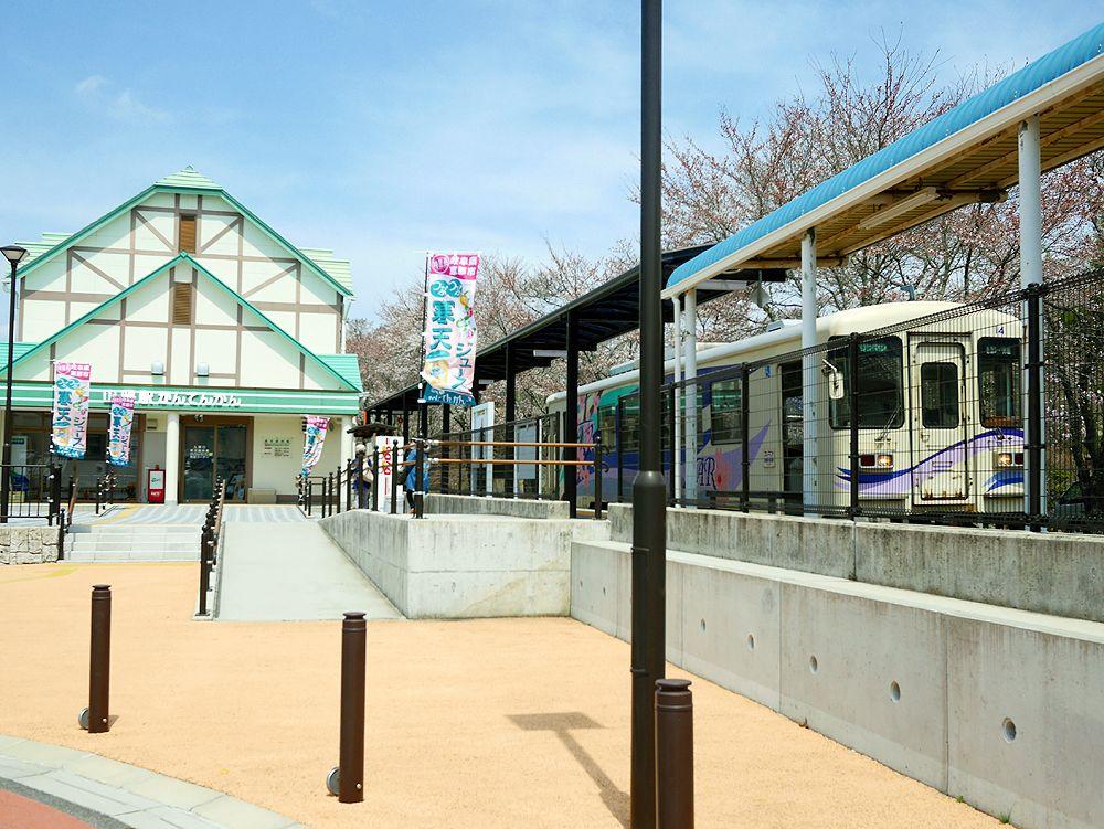 山岡駅前、徒歩0分!「山岡駅かんてんかん」