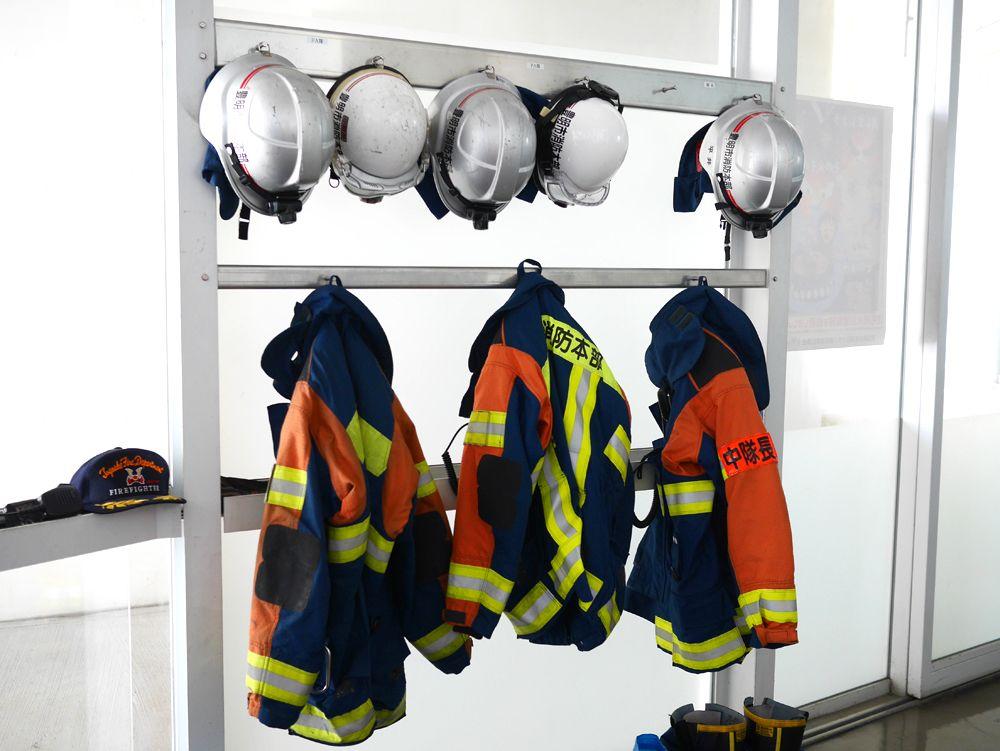 鮮やかな動きに驚嘆!消防士による実際の消防訓練