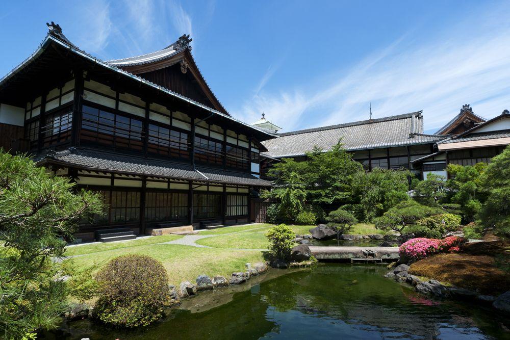 着物で訪れたくなる、四季折々の純日本庭園