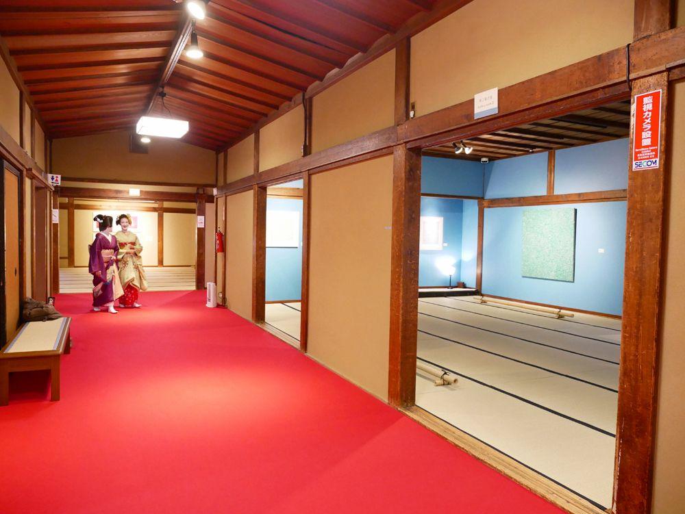 大規模な草間彌生コレクションが、秋田から京都へ