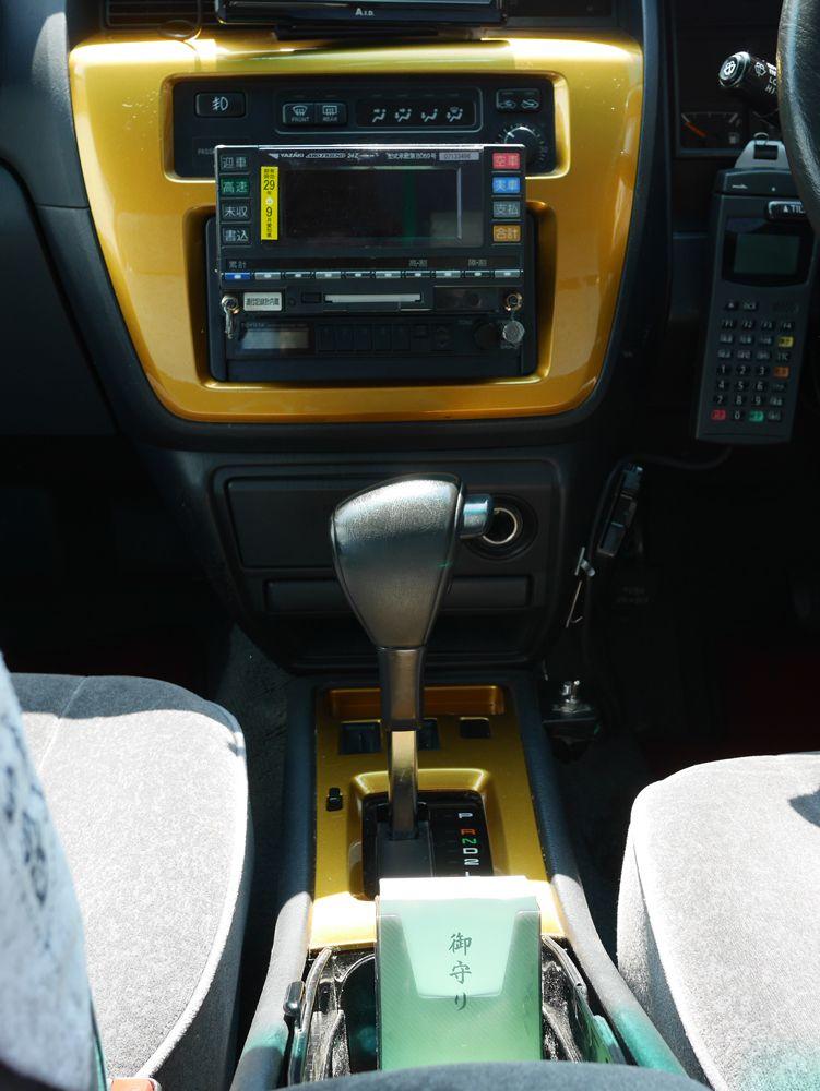 開運のお守りをプレゼント!金のフジタクシー