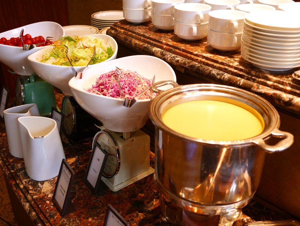 サラダやスープ、デザートも食べ放題