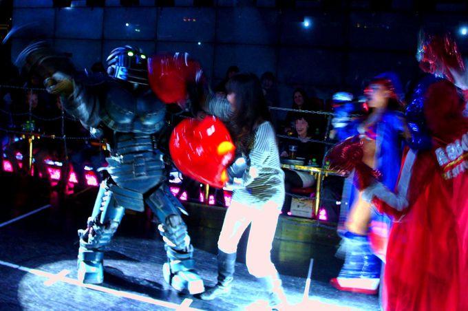 戦士に選ばれたら、ロボットと格闘することに!
