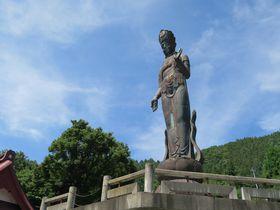 温泉街・長野山ノ内町の隠れ名所!「世界平和観音」は東洋一の高さ|長野県|トラベルjp<たびねす>