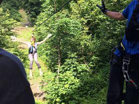 爽快ジップライン!新潟「湯沢高原スキー場アルプの里」で空を飛ぶような体験を|新潟県|トラベルjp<たびねす>