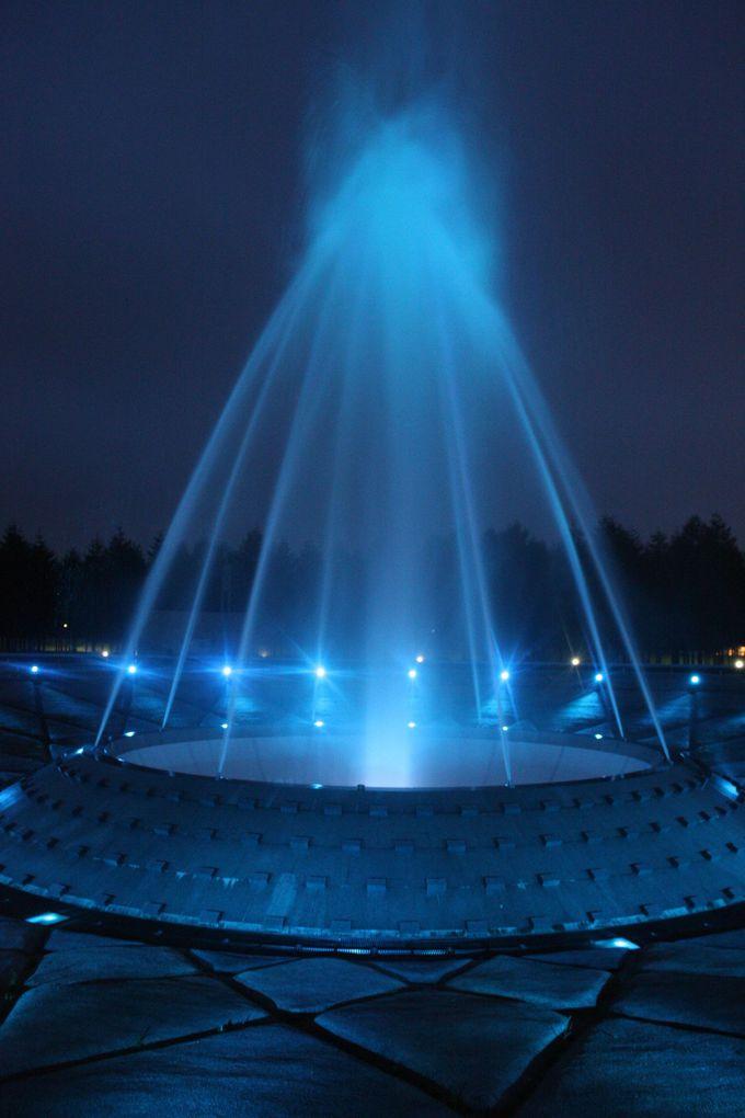 音楽と共に楽しむ水のライトアップ。