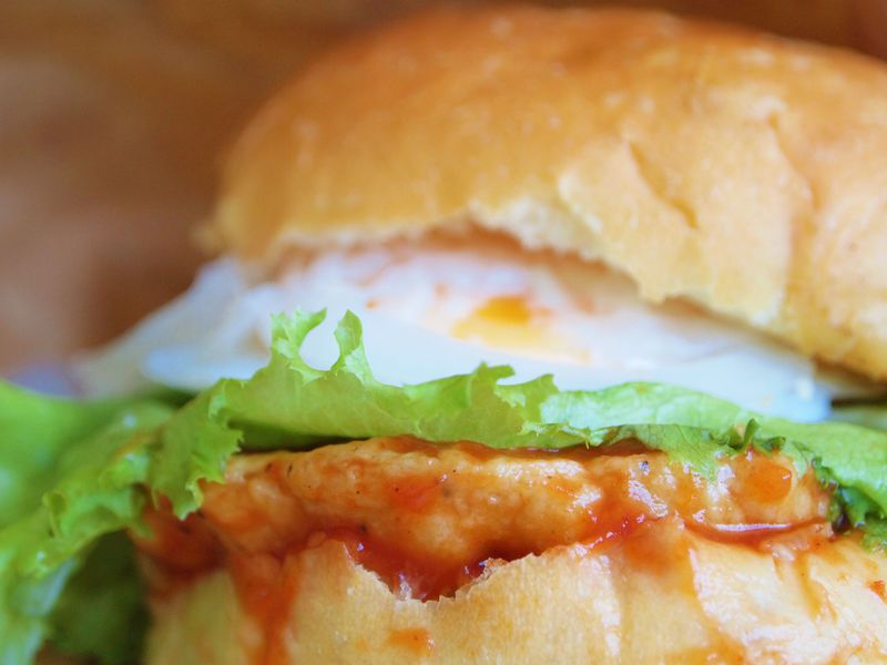 パテは雉肉100%!北海道の大地が育んだ岩見沢バーガー!