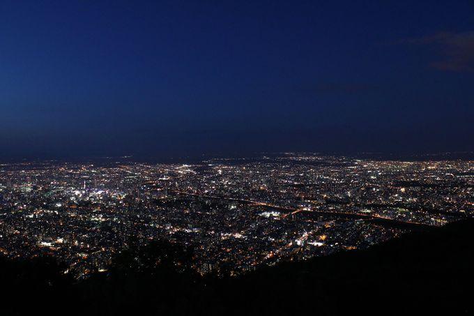 宝石のようにきらきらと輝く札幌の夜景