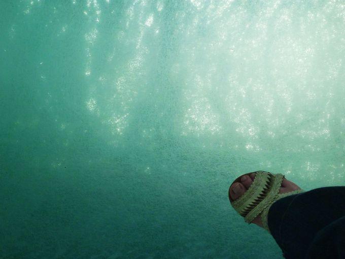 明石海峡の海上に立つ、迫力満点の床の窓!!