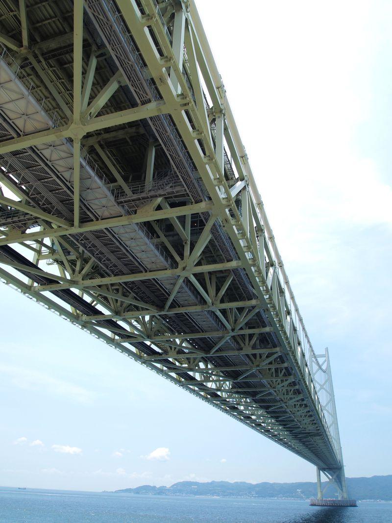 遊歩道も!海と空に架かる世界最長のつり橋「明石海峡大橋」