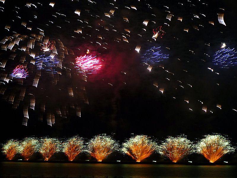 復興への架け橋、福島「いわき花火大会」! 海と光と音のハーモニー