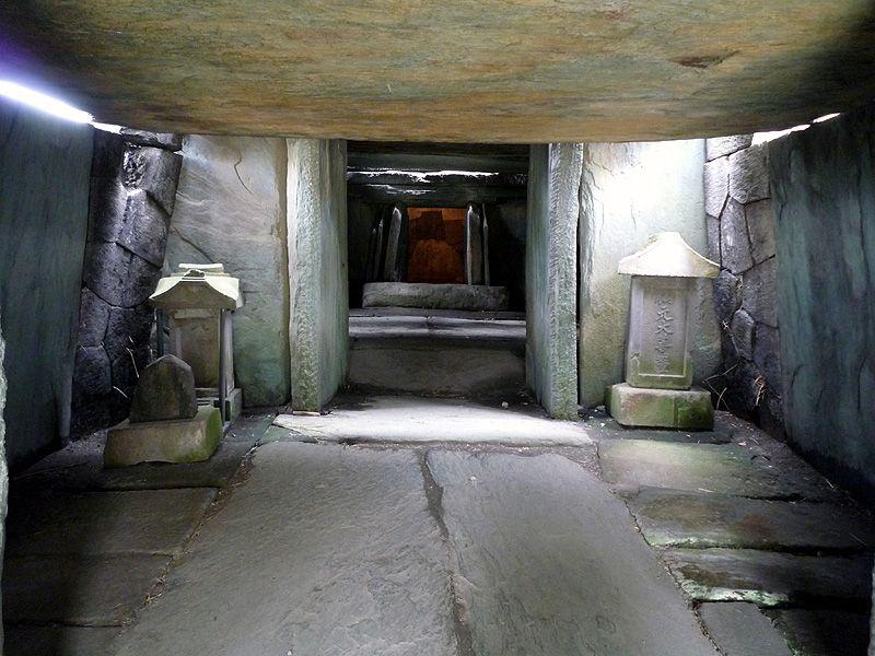 関東の石舞台と呼ばれる古墳