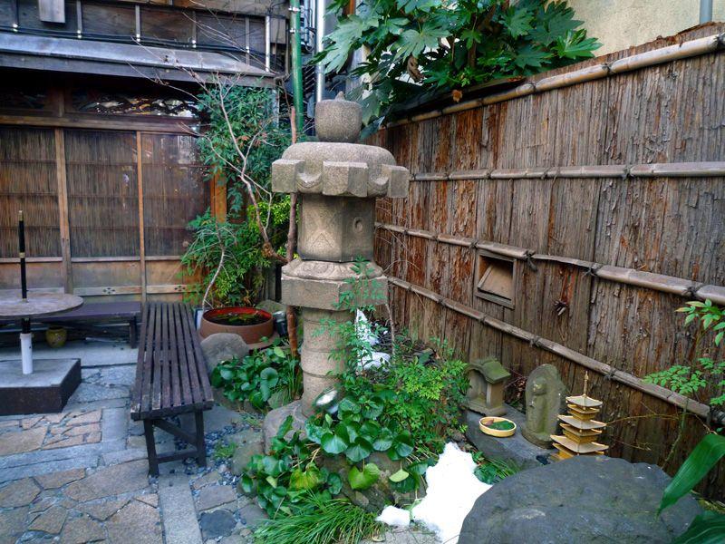 慶応中通り商店街の片隅に凛とした水野監物邸跡