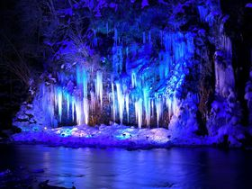 埼玉で冬の超絶景!秩父「三十槌の氷柱」で自然の芸術に感動|埼玉県|トラベルjp<たびねす>