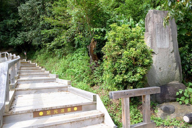 完全形では日本最古の「山上碑」