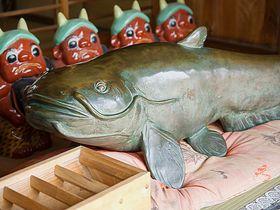 グルメの超絶料理!群馬県板倉町・雷電神社のご利益付ナマズ|群馬県|トラベルjp<たびねす>