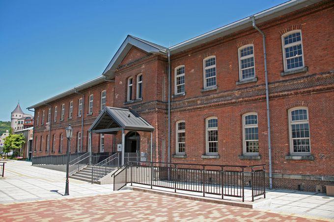歴史あるレンガ造りの本館